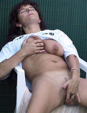 MILF Natural Tits Porn Pictures