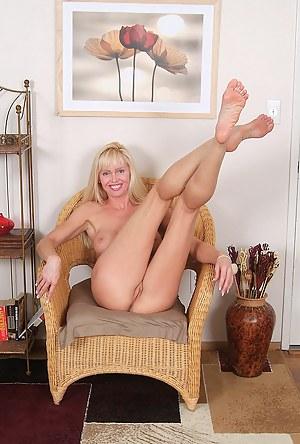 Amateur MILF Porn Pictures