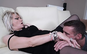 MILF Pussy Eating Porn Pictures